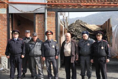 Северо-осетинские полицейские вынесли отца и дочь из горящего дома