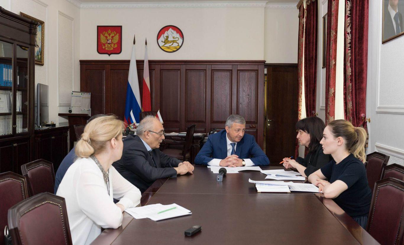 Вячеслав Битаров и Ирина Азимова обсудили перспективы развития математического образования в республике
