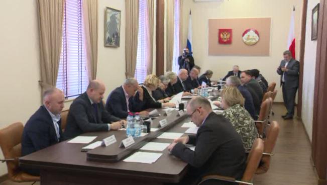 Совет парламента поддержал расширение полномочий Общественных палат