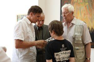Во Владикавказе продолжает работу персональная выставка Таймураза Айларова