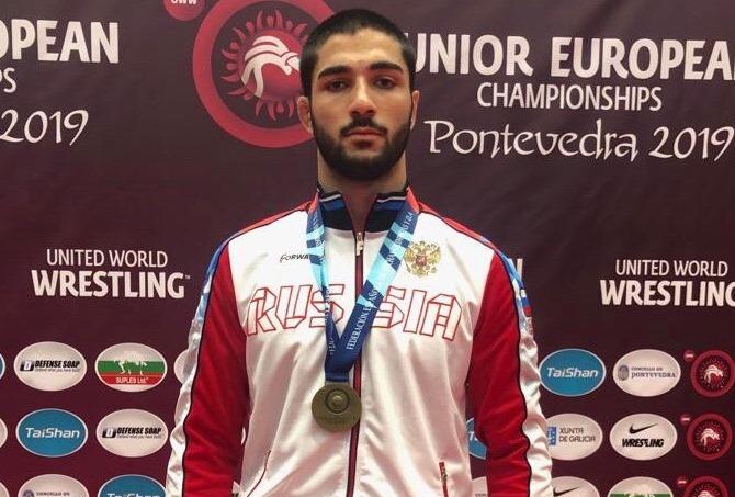 Асланбек Сотиев стал победителем первенства Европы по вольной борьбе