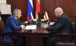 Вячеслав Битаров и Борис Накусов обсудили вопросы социально-экономического развития Кировского района