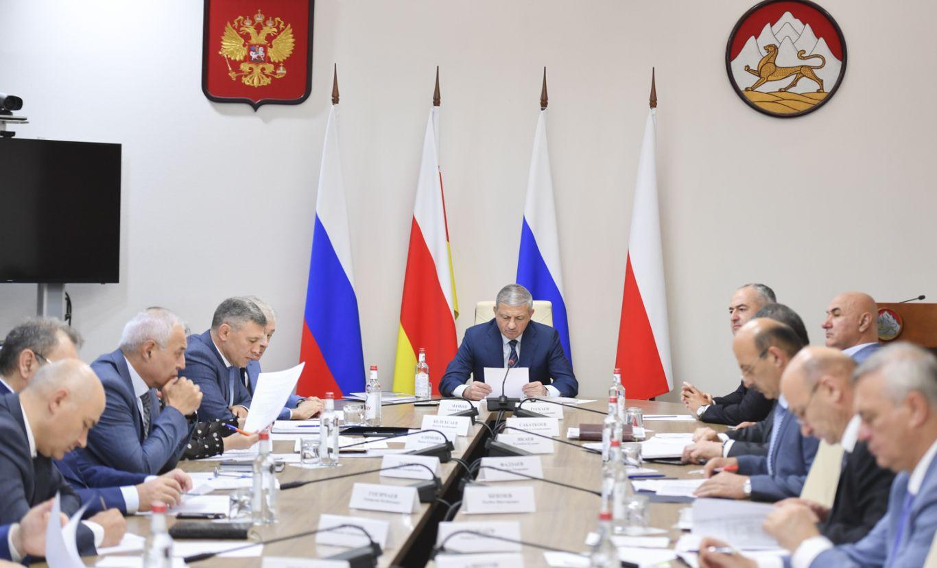 Вячеслав Битаров призвал руководство районов республики приступить к строительству объектов придорожного сервиса