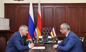 Вячеслав Битаров обсудил развитие электросетевого комплекса республики с Александром Таболовым