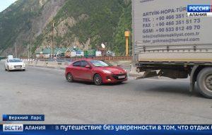 Обстановка в Грузии пока не сказалась на турпотоке через «Верхний Ларс»