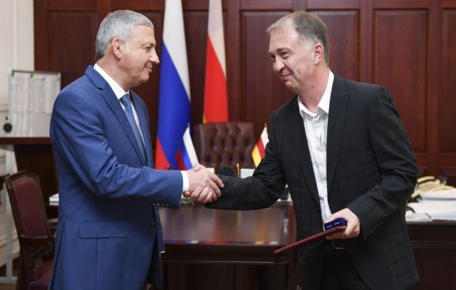 Эльбрус Дзабиев удостоен звания «Заслуженный журналист РСО-А»