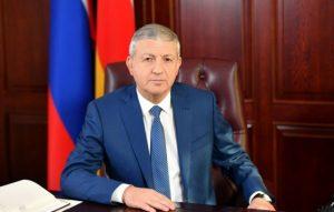 Вячеслав Битаров поздравил жителей республики с Днем России