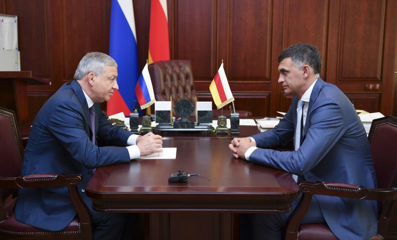 Вячеслав Битаров поблагодарил Владимира Габулова за проделанную на посту министра работу