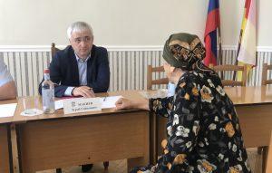 Зураб Макиев провел прием граждан в Эльхотово