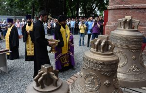 Во Владикавказе освятили колокола Владимирского храма исторической архиерейской резиденции