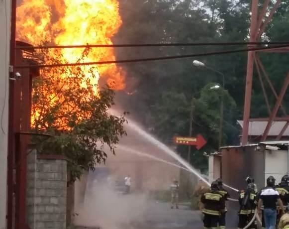 На пр.Доватора загорелась газовая будка