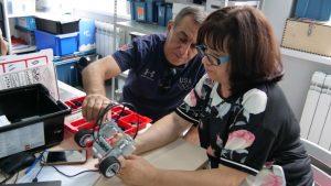 Учителя информатики научились собирать и программировать роботов в технопарке «Кванториум-15»
