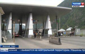 Около тысячи грузовых машин скопились на границе России с Грузией