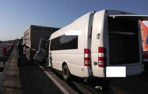 Около 20 человек пострадали в ДТП с маршруткой «Адлер-Владикавказ» и грузовиком