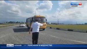 Сотрудники ГИБДД проверяют пассажирский транспорт в Ардоне