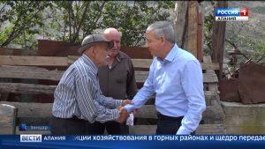 Вячеслав Битаров посетил 83-летнего фермера в с.Зинцар