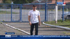 Студент из Эльхотово спас тонущего мужчину