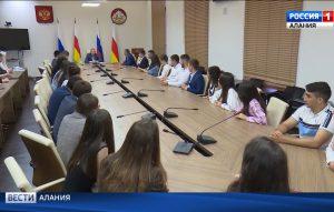 Со студентами московских вузов, выходцами из Осетии, Вячеслав Битаров обсудил возможности прохождения производственной практики