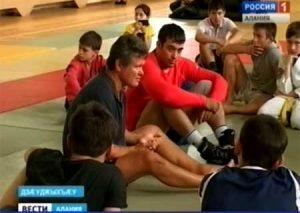 Олег Тактаров провел мастер-класс для начинающих спортсменов