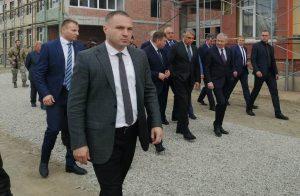 Александр Матовников инспектирует ход строительства социальных объектов в Моздокском районе