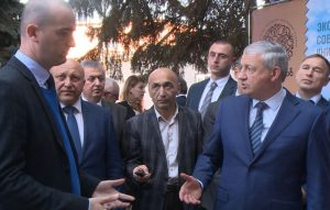 Вячеслав Битаров дал поручение обеспечить сырьем местные консервные заводы
