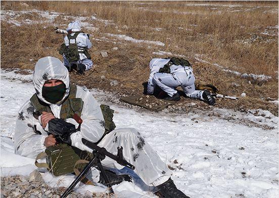 Разведчики ЮВО в Северной Осетии отразили нападение условного противника на склад с боеприпасами