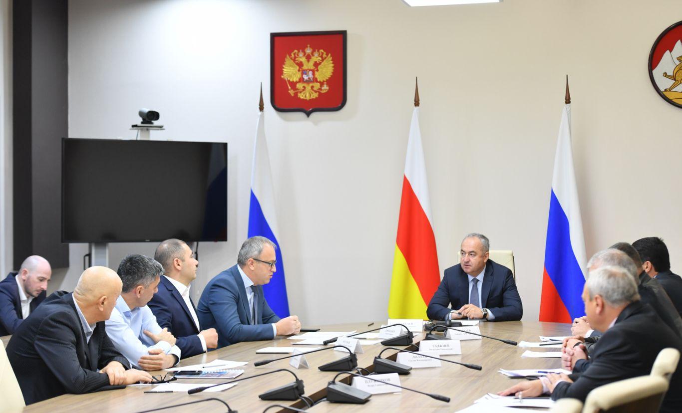Таймураз Тускаев провел совещание по вопросам реализации инвестпроектов