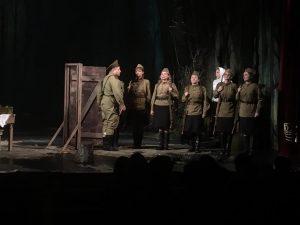 В Русском театре с аншлагом прошла премьера спектакля «А зори здесь тихие»