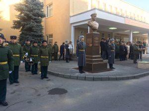 Во Владикавказе открыли бюст Иссы Плиева