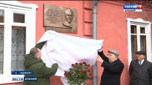 В селении Хумалаг открыли мемориальную доску первому президенту Северной Осетии Ахсарбеку Галазову