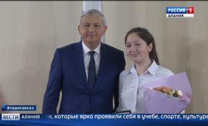 Отличившиеся школьники получили первые паспорта из рук главы республики