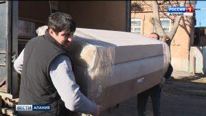 Активисты ОНФ раздали новогодние подарки многодетным и малообеспеченным семьям