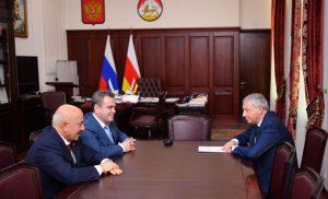 Вячеслав Битаров поздравил Валерия Устова с назначением на должность руководителя СКР по РСО-А