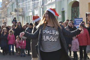 В центре Владикавказа начались народные гуляния по случаю открытия главной елки республики
