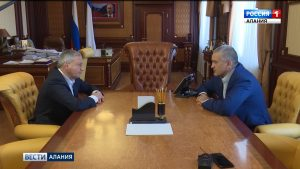 Вячеслав Битаров обсудил перспективы двустороннего сотрудничества с главой Крыма Сергеем Аксёновым