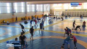 Завтра на ковер: борцы из разных стран провели последние тренировки перед турниром «Аланы»