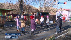 Предприниматели Дигорского района помогают школам и детским садам