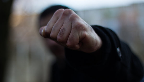 В Беслане двое неизвестных избили пенсионера