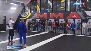 Обладатель черного пояса по бразильскому джиу-джитсу Петр Мамаев провел мастер-класс в академии единоборств