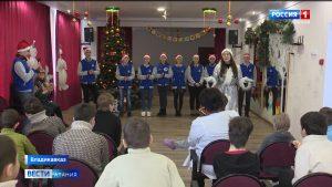Представители Общественного совета Владикавказа и школьники подарили рождественский праздник детям с ОВЗ
