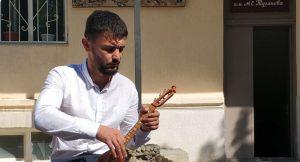 В Тарском открыли первую мастерскую по изготовлению древних национальных инструментов