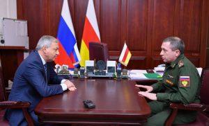 Вячеслав Битаров провел рабочую встречу с военным прокурором Сулейманом Сулеймановым