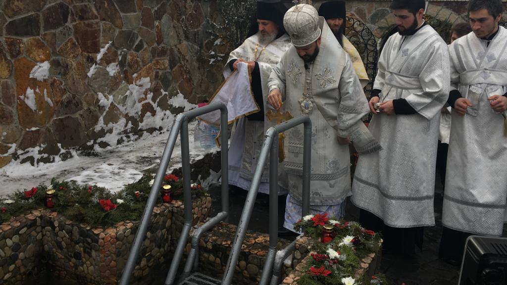Архиепископ Леонид совершил чин освящения воды в Богоявленском женском монастыре