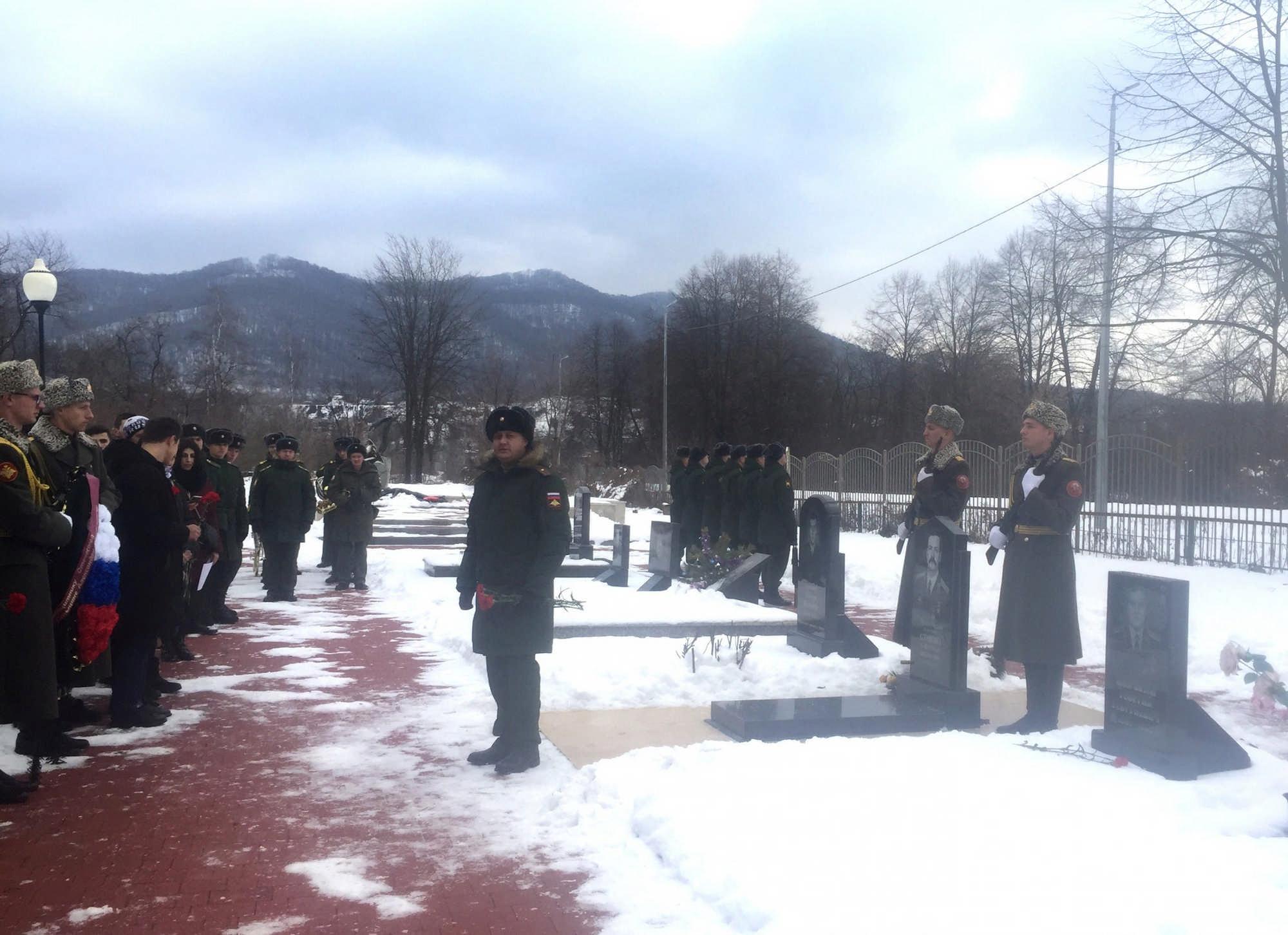 На Аллее Славы почтили память Героя России Александра Стыцины