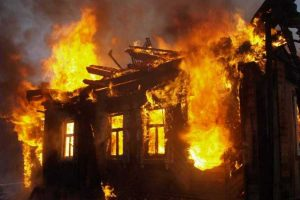 СКР проверяет обстоятельства гибели при пожаре жителя с.Калух