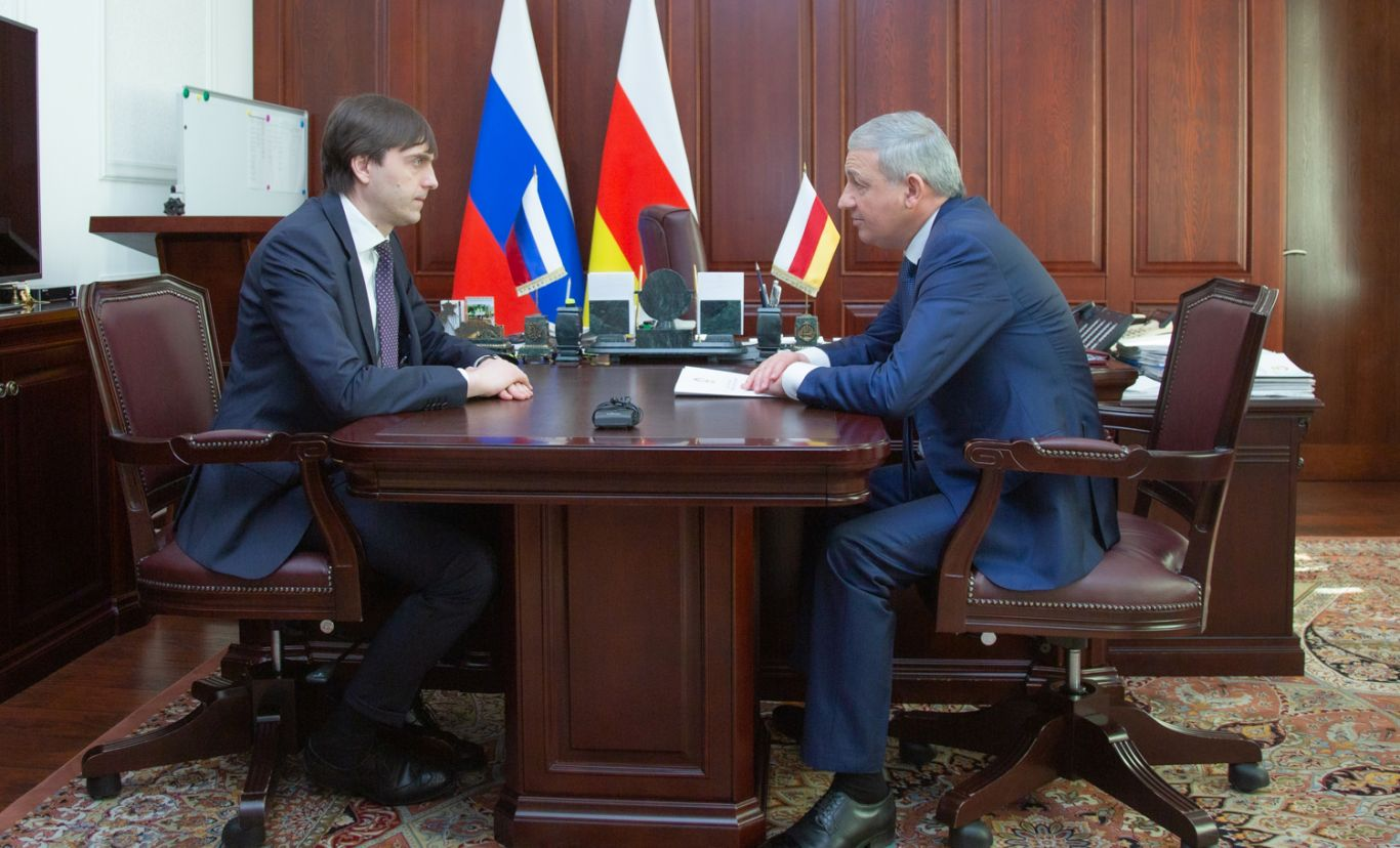 Вячеслав Битаров провёл рабочую встречу с министром просвещения РФ Сергеем Кравцовым
