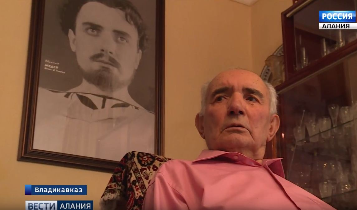 На 88-м году ушел из жизни старейший актер Осетинского театра Бексолтан Тулатов