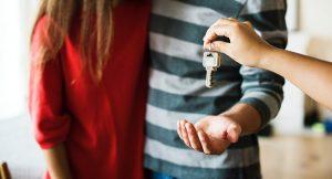 Минсельхоз начнет предоставлять квартиры по договору найма семьям, работающим и проживающим в селах