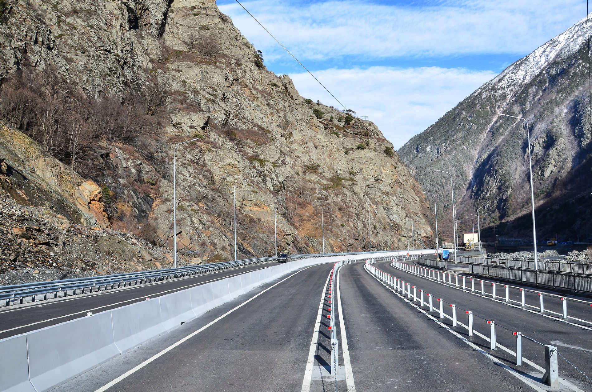 Военно-Грузинскую дорогу открыли для большегрузов