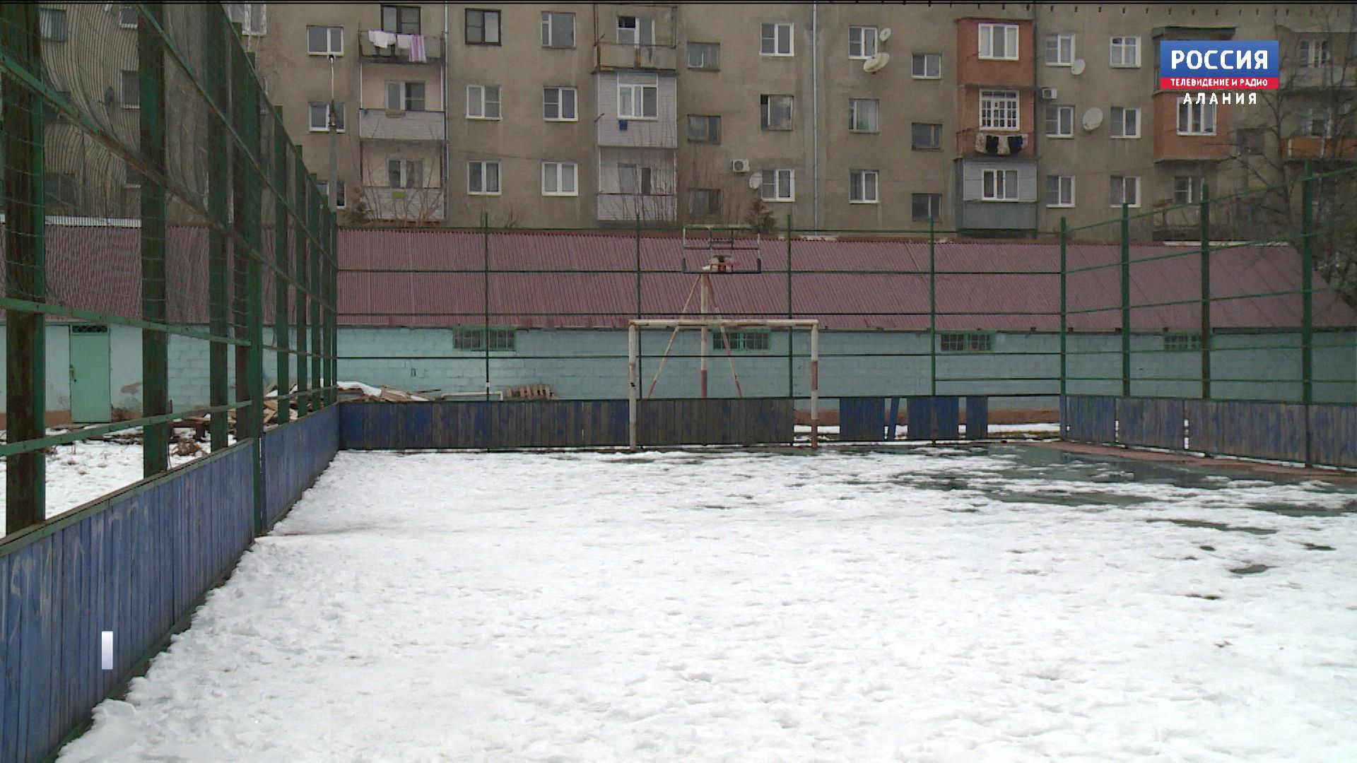 Причиной смерти жителя Владикавказа, найденного сегодня на детской площадке, могло стать самоубийство